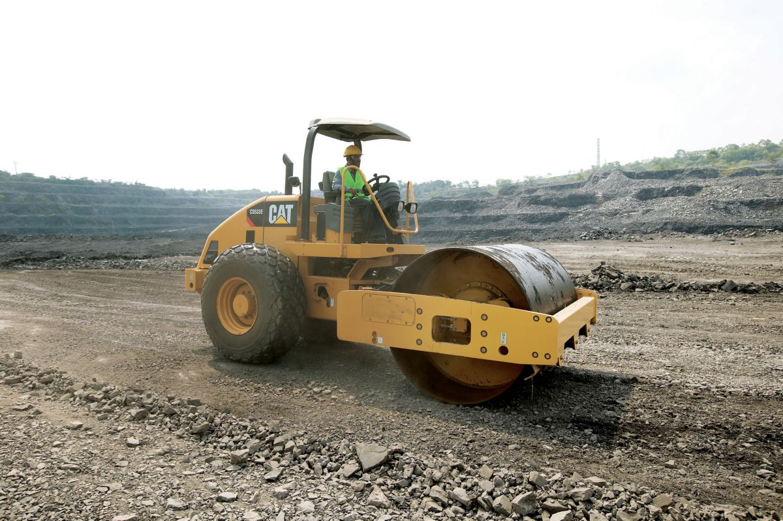 product-CS533E Vibratory Soil Compactor