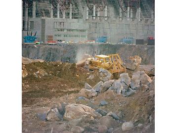 Cat machines help construct the Guri Dam in Venezuela.