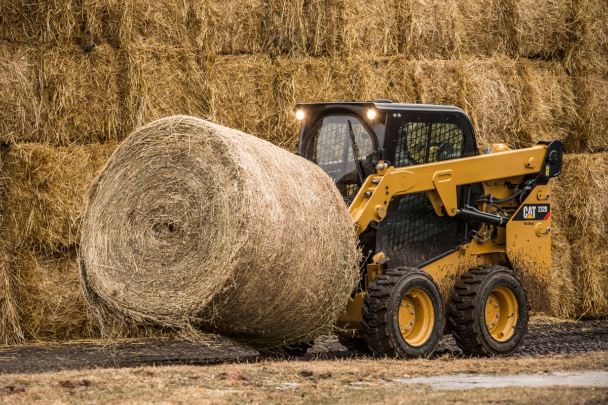 Cat® Bale Spear in Action>