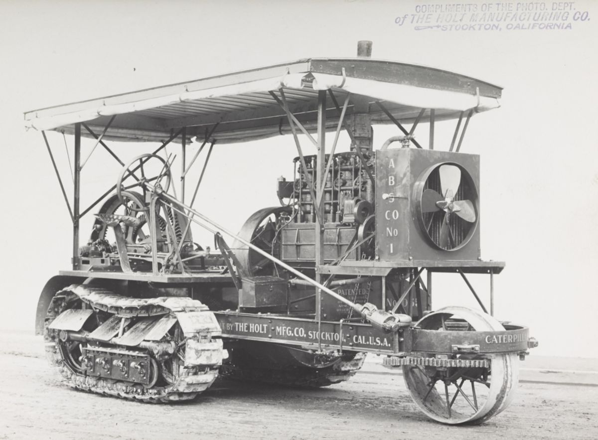Holt Caterpillar track-type tractor in 1909