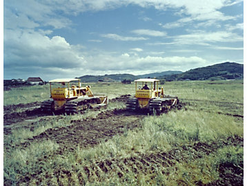 Cat© D5 track-type tractor working in Japan in 1967.