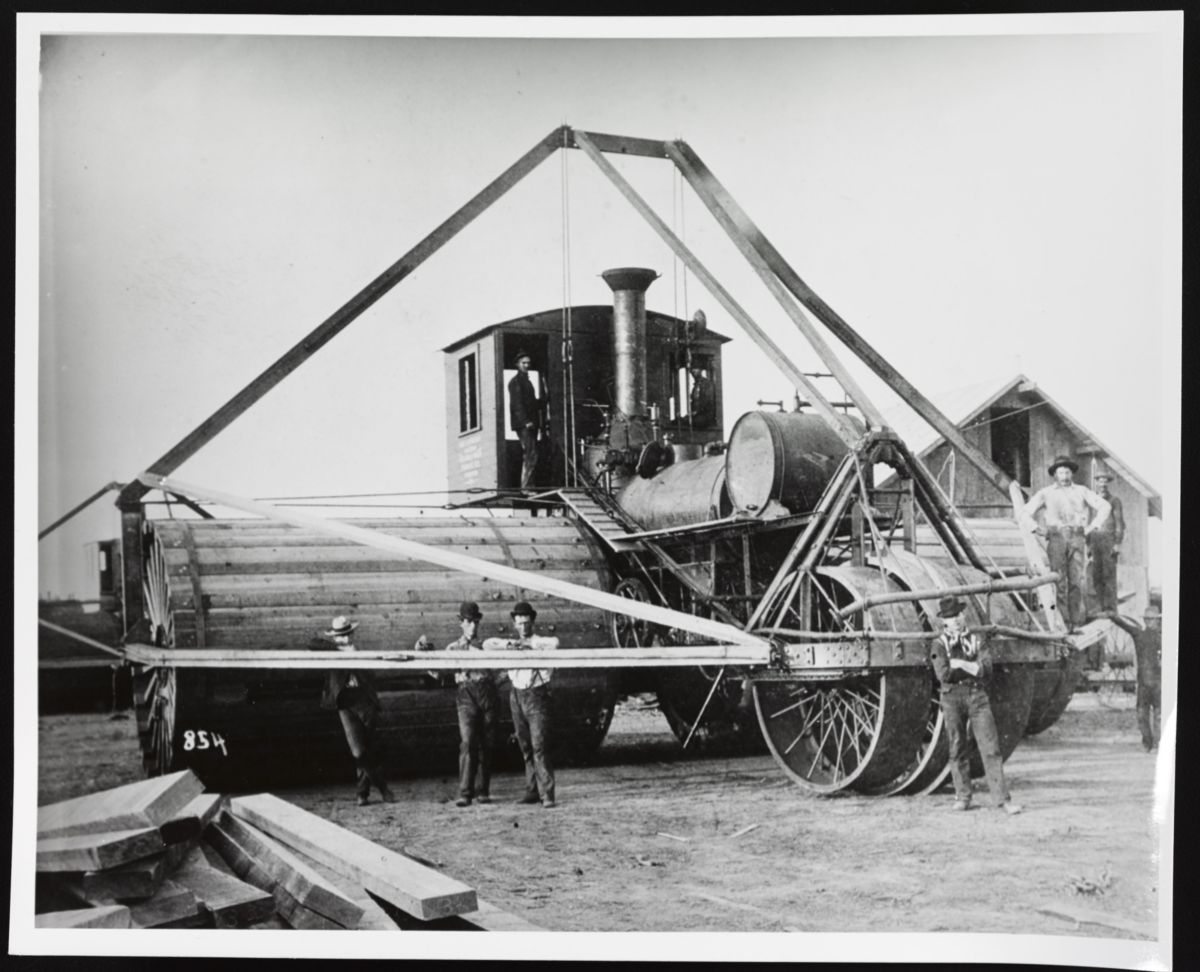 Some steam tractors, like this Best Manufacturing model, featured extremely wide wheels to help keep them from sinking into the ground.
