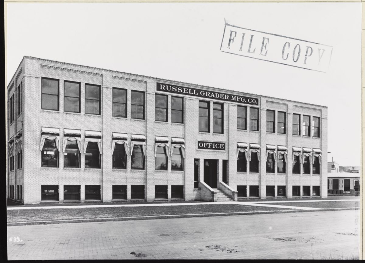 Caterpillar's acquisition of the Russell Grader company in 1927 helped enable the production of the industry's first true motor grader in 1931.