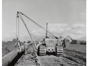 No. 583 pipelayer at work, 1955.