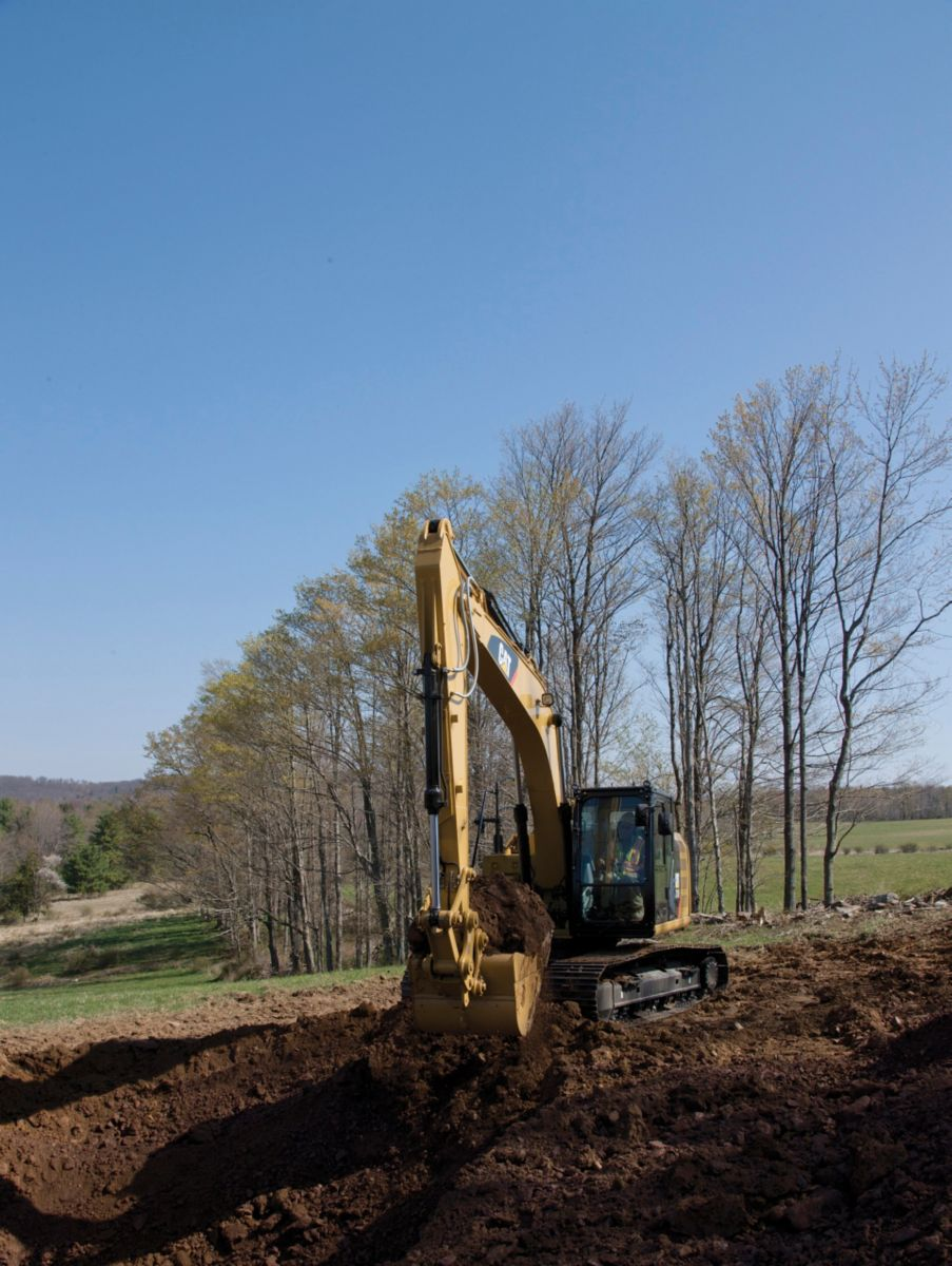 318F L Hydraulic Excavaor digging>