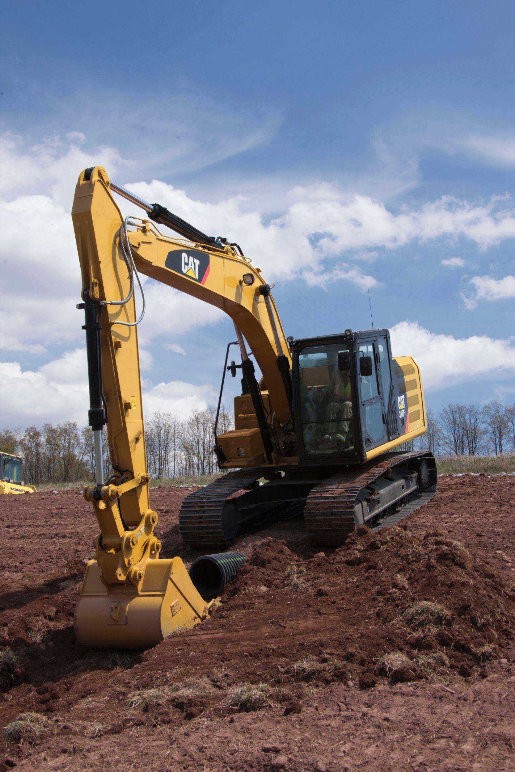318F L Hydraulic Excavator digging>