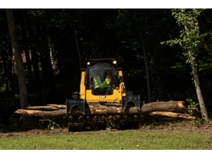 Cat® Grapple Rake Removing Fallen Logs