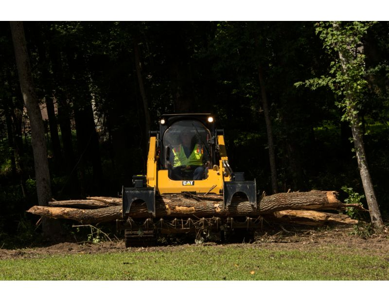 Cat® Grapple Rake Removing Fallen Logs