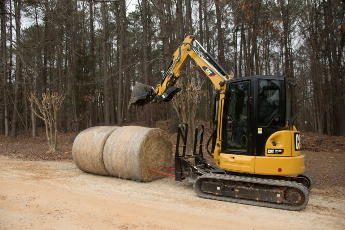 product-Cat® Bale Spear in use on a Cat 304.5E2