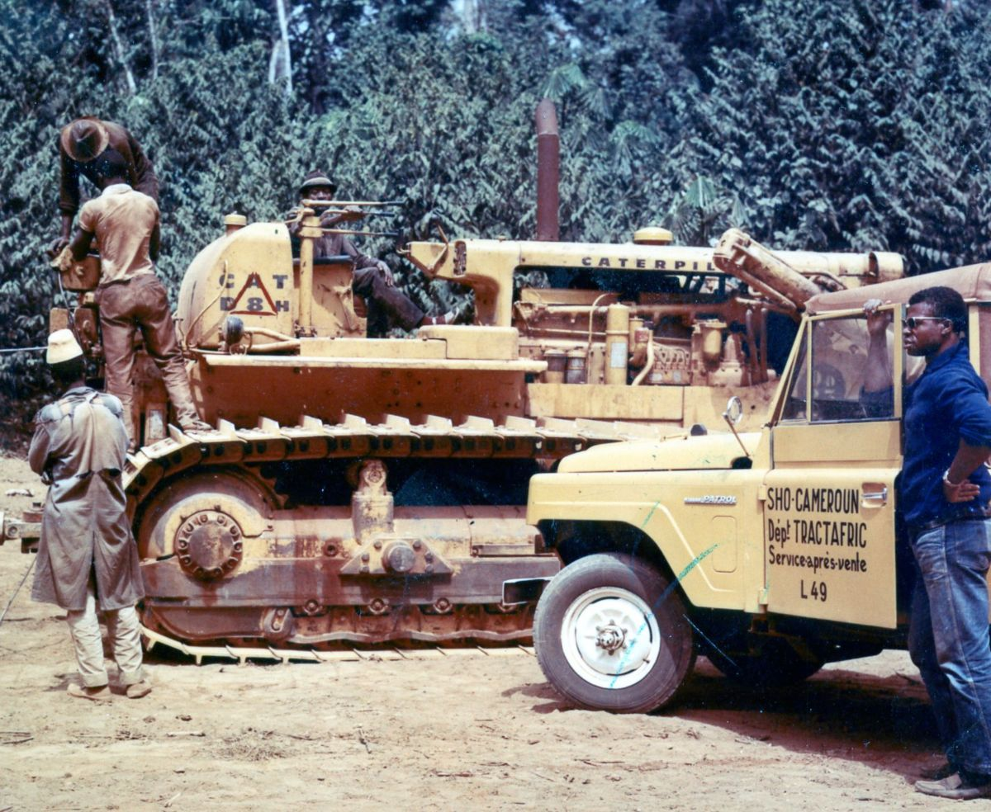 Topadora D8H en Camerún, África, ca. 1975.
