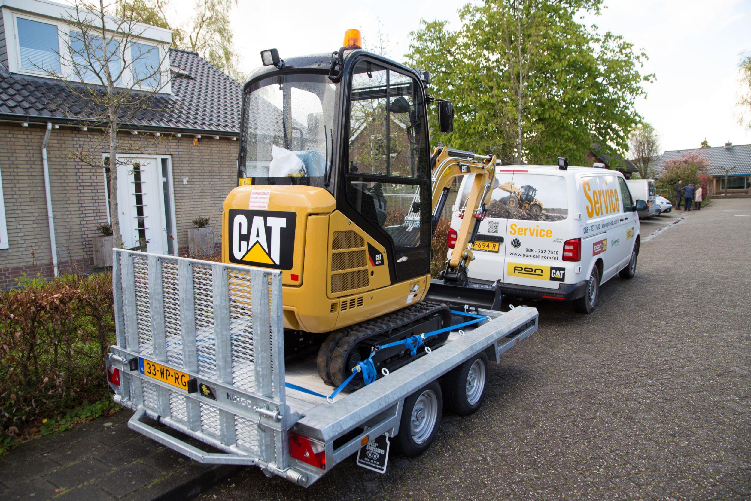 Cat 小型挖掘机