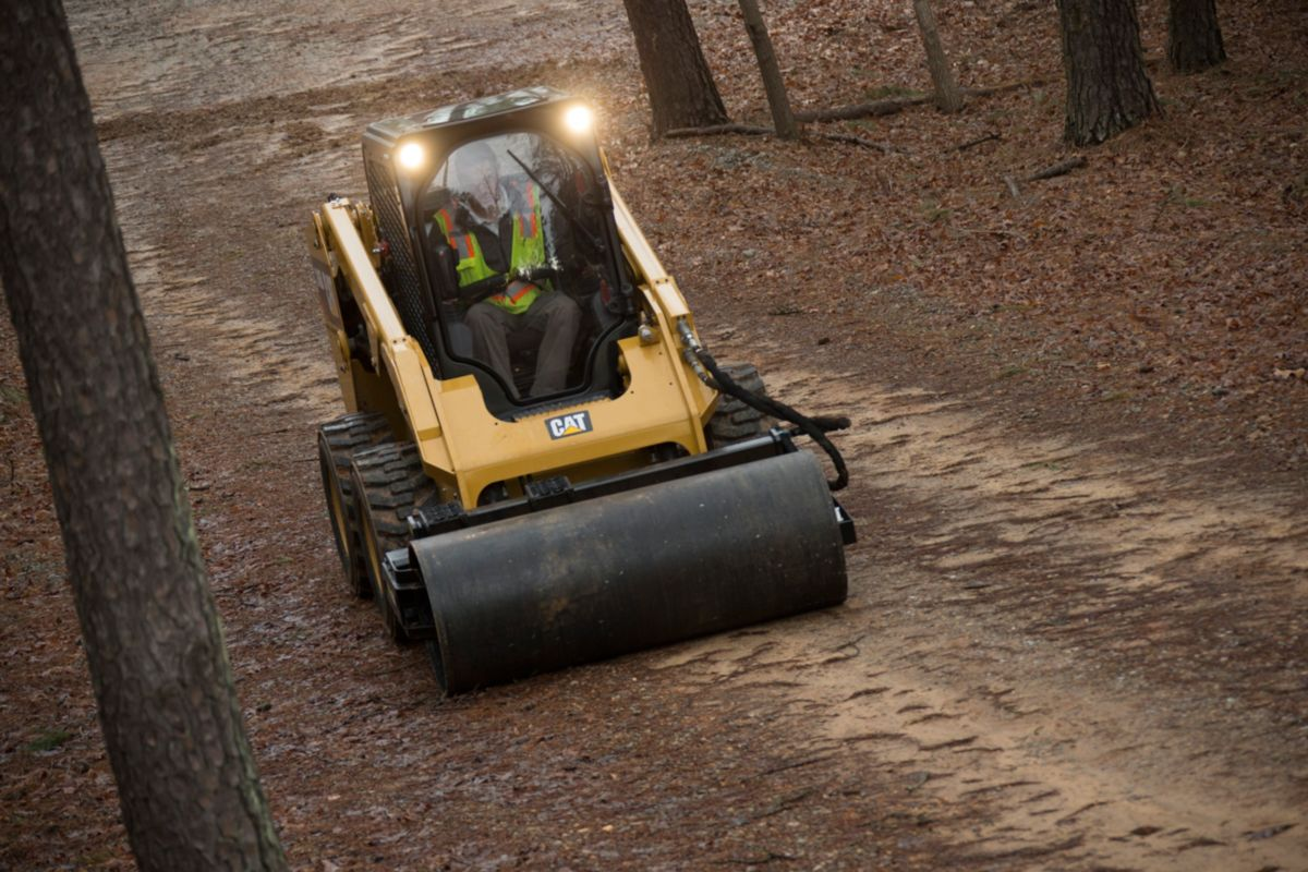 Cat® Vibratory Drum Compactor Smoothing a Path>