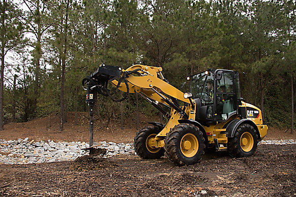 Cat� Auger at Work on a 908M Compact Wheel Loader