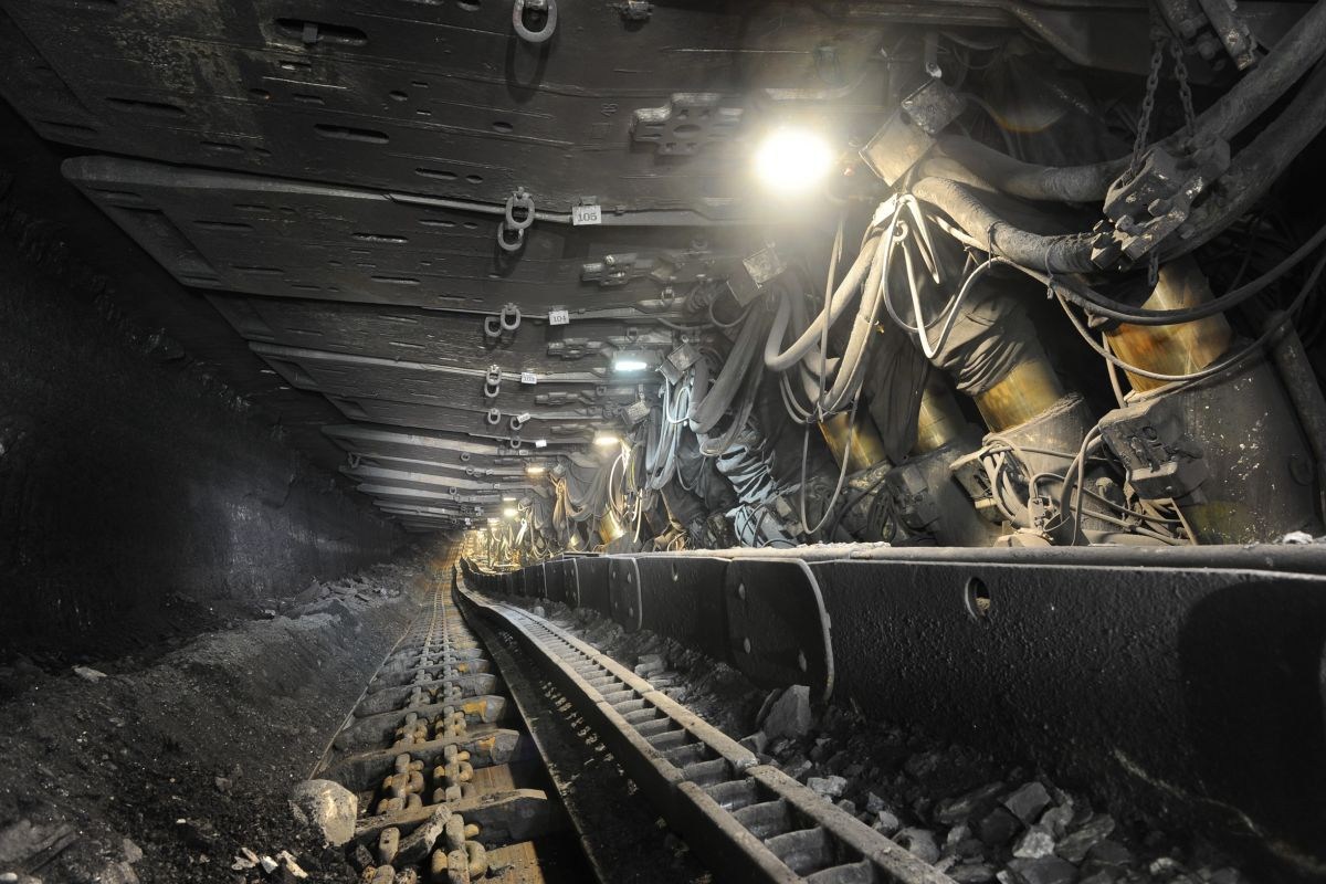 Cat Russian Mine Sets Production Record With Cat