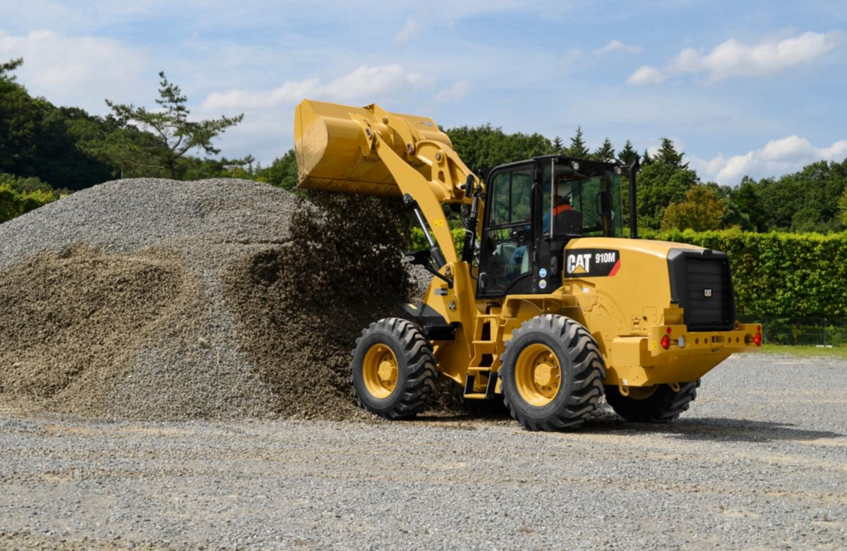 910M Compact Wheel Loader