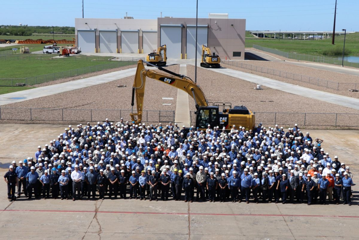 1000th excavator manufactured at the South Texas facility.