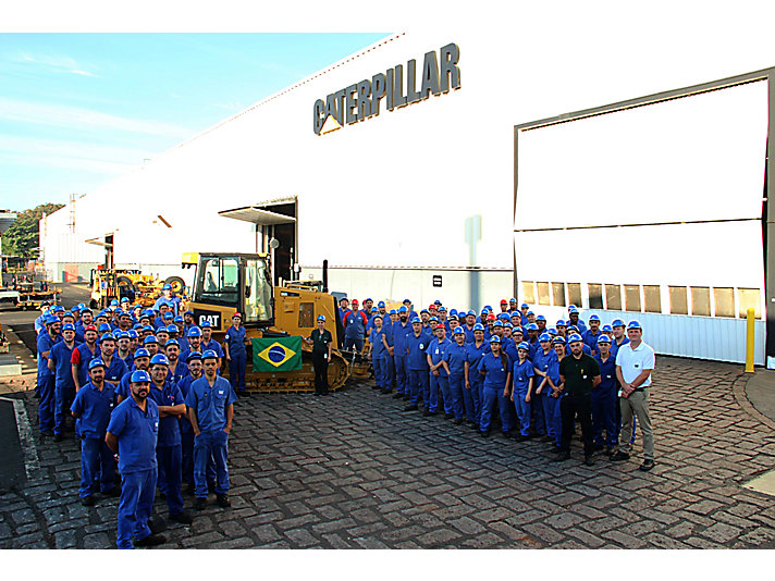 The dozer's assembly line team at Caterpillar Brazil celebrates the 50,000th machine produced in Brazil.