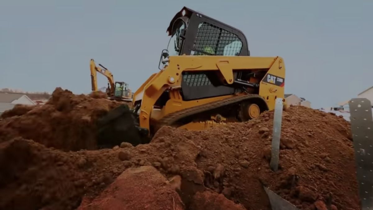 Cat | How Cat® Compact Track and Skid Steer Loaders reduce
