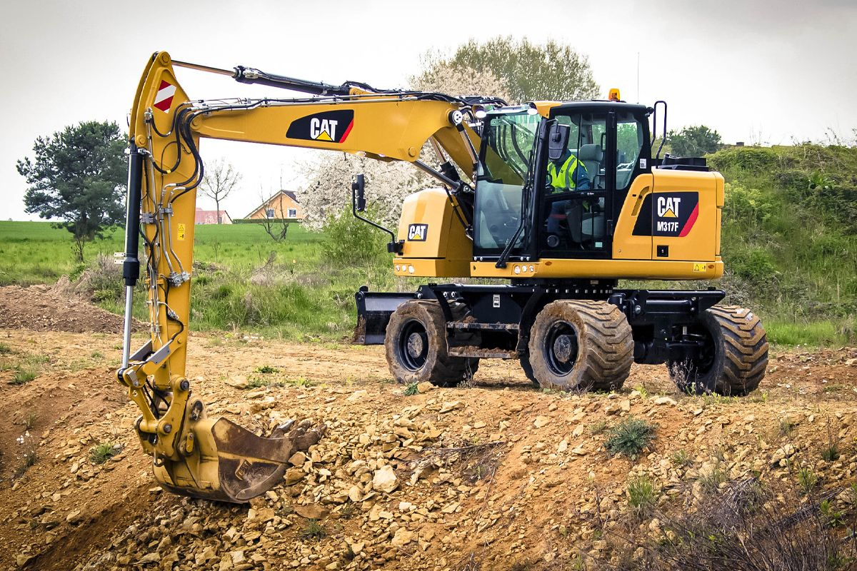 M317F digging with a General Duty Bucket>