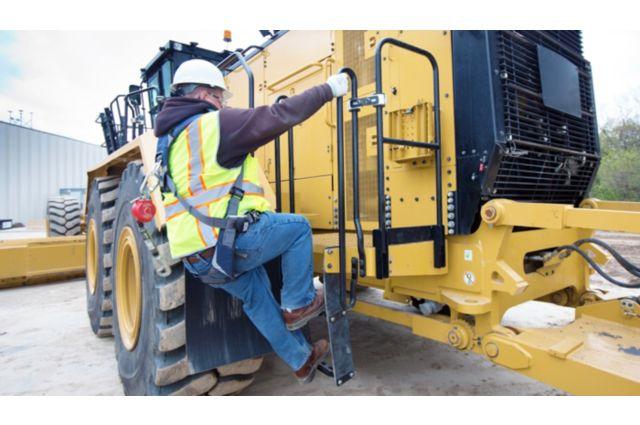 Cat 24 Motor Grader - ENSURING A SAFE JOB SITE