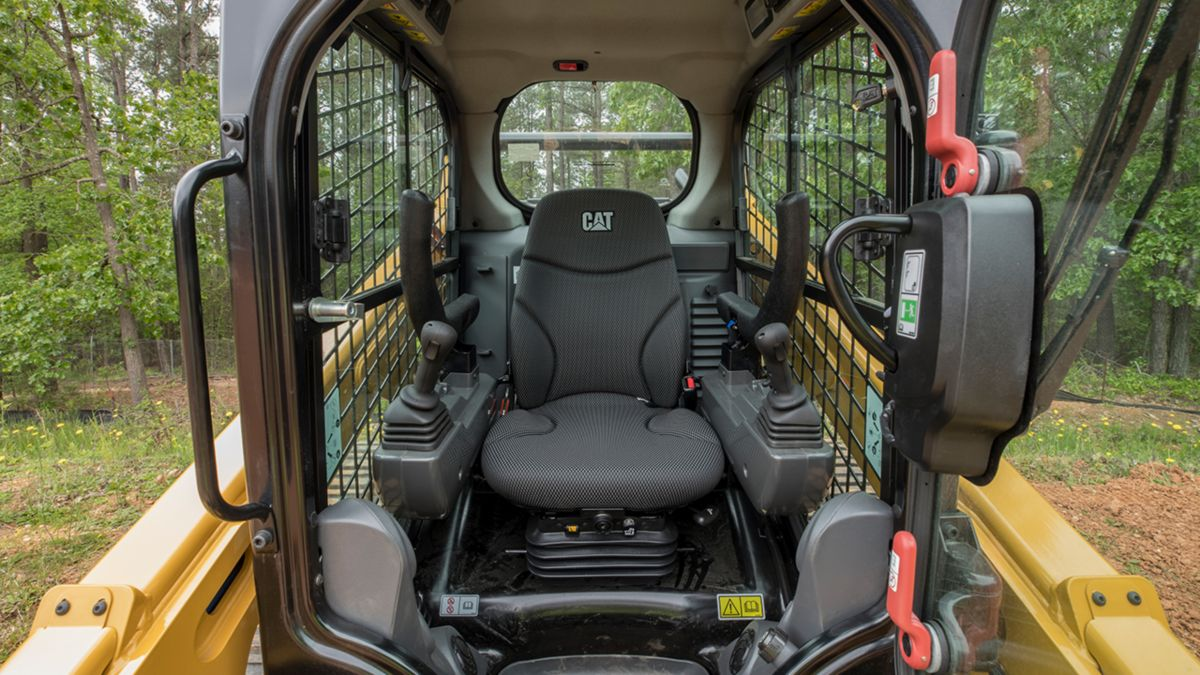 Explore the many features of the new Cat® D3 Series Skid Steer Loaders and Compact Track Loaders.
