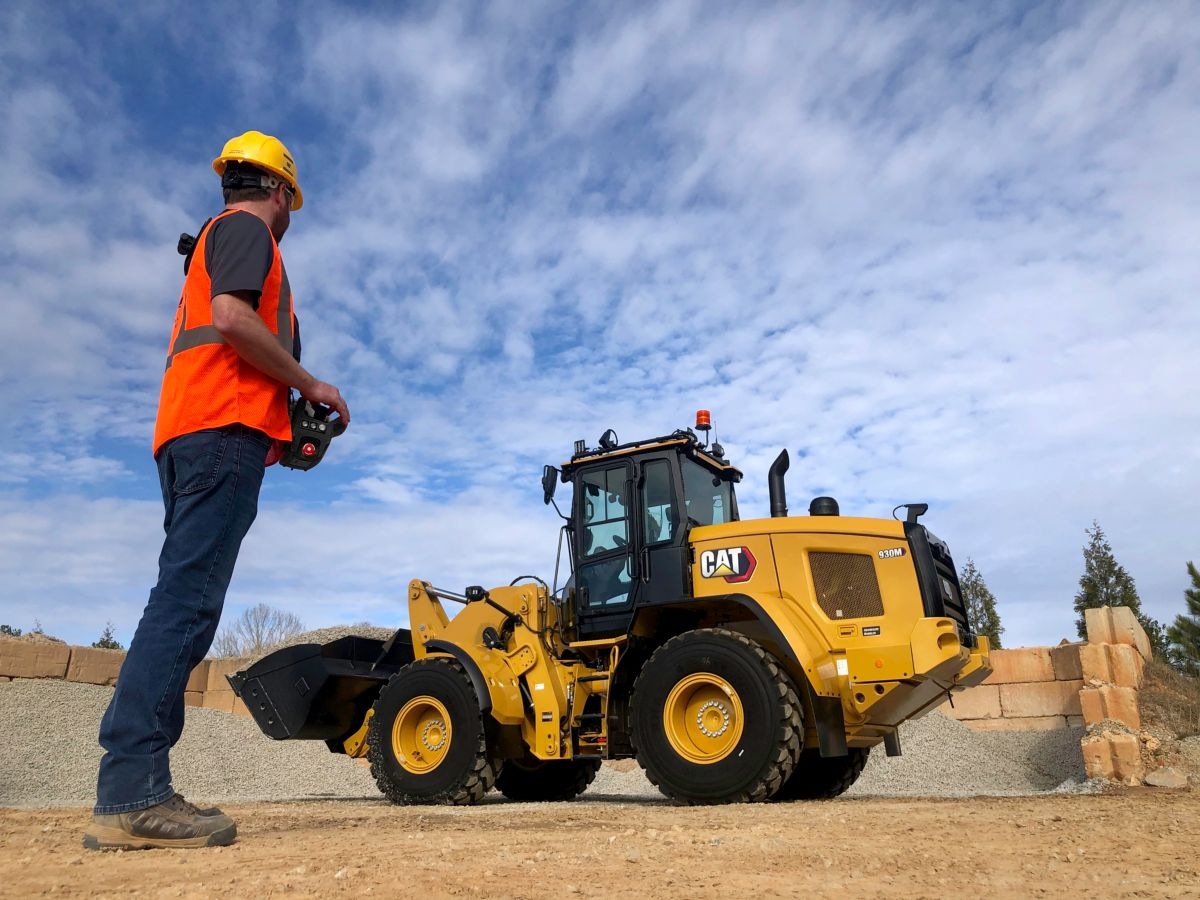 Cat Command for Loading Console with 930M Small Wheel Loader