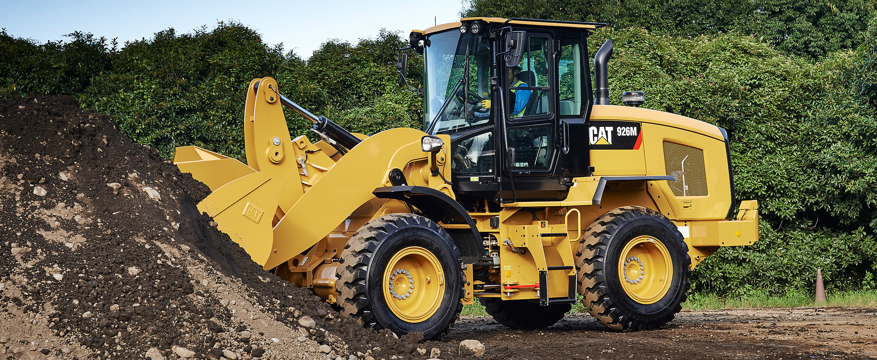 The Cat 938M is setting standards for productivity, fuel efficiency and operator comfort.