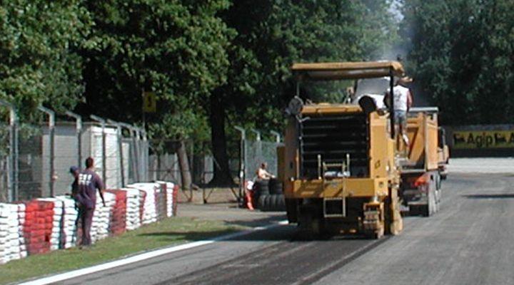 3D Paving Drives Racetrack Construction