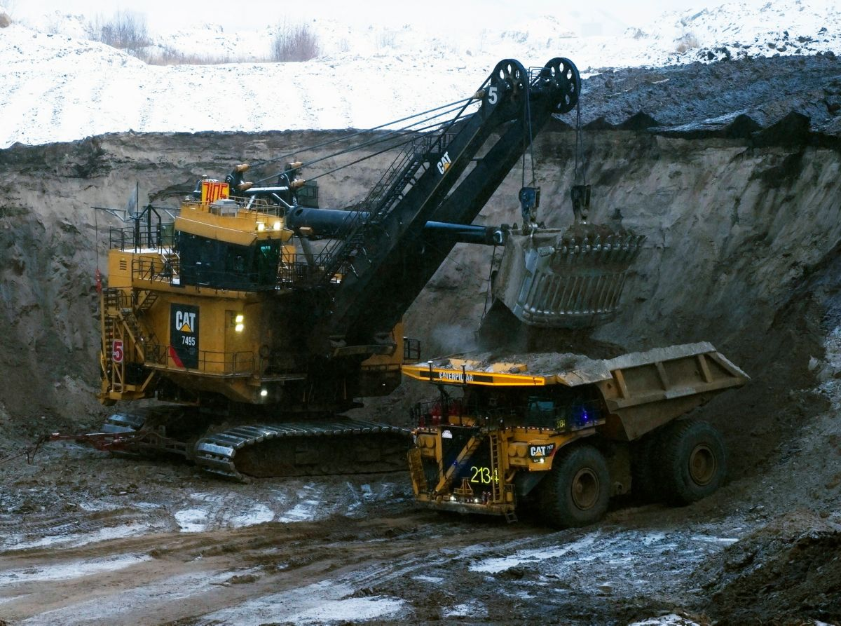 Cat 7495 shovel loads Cat 797F autonomous truck