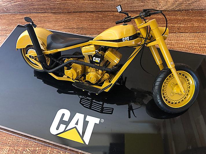 edição limitada do Cat custom chopper