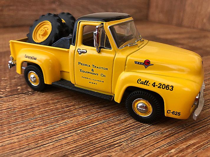 Caminhão: Peoria Tractor & Equipment Co.