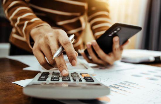ประโยชน์ในระยะสั้นและระยะยาวของบริษัทการเงินในเครือ