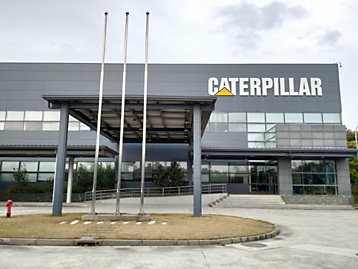 Caterpillar (Shanghai) Logistics Co., Ltd. was established in 2005  as the first distribution center of Caterpillar in China, serving  four China dealers by providing aftermarket parts service to more than 180 dealer stores across China.