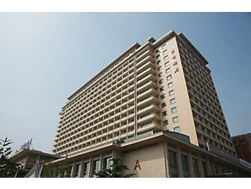 In 1978, Caterpillar opened an office in Beijing.