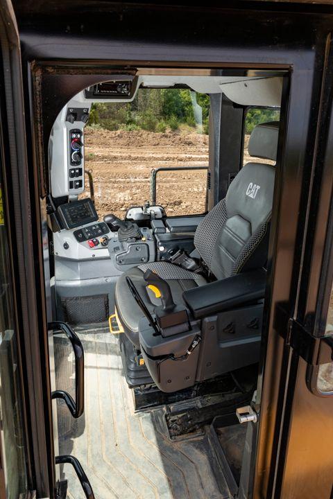 814 Wheel Dozer - Cat Premium Plus Seat