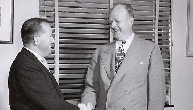 R. Purves, chairman and managing director of The Clyde Engineering Co. in Australia, and C.R. Osborn, vice president of GM and general manager of EMD, signalizing the signing of agreement. It will manufacture diesel locomotives at its works in Granville, New South Wales. Which benefits in low price and speedy delivery.