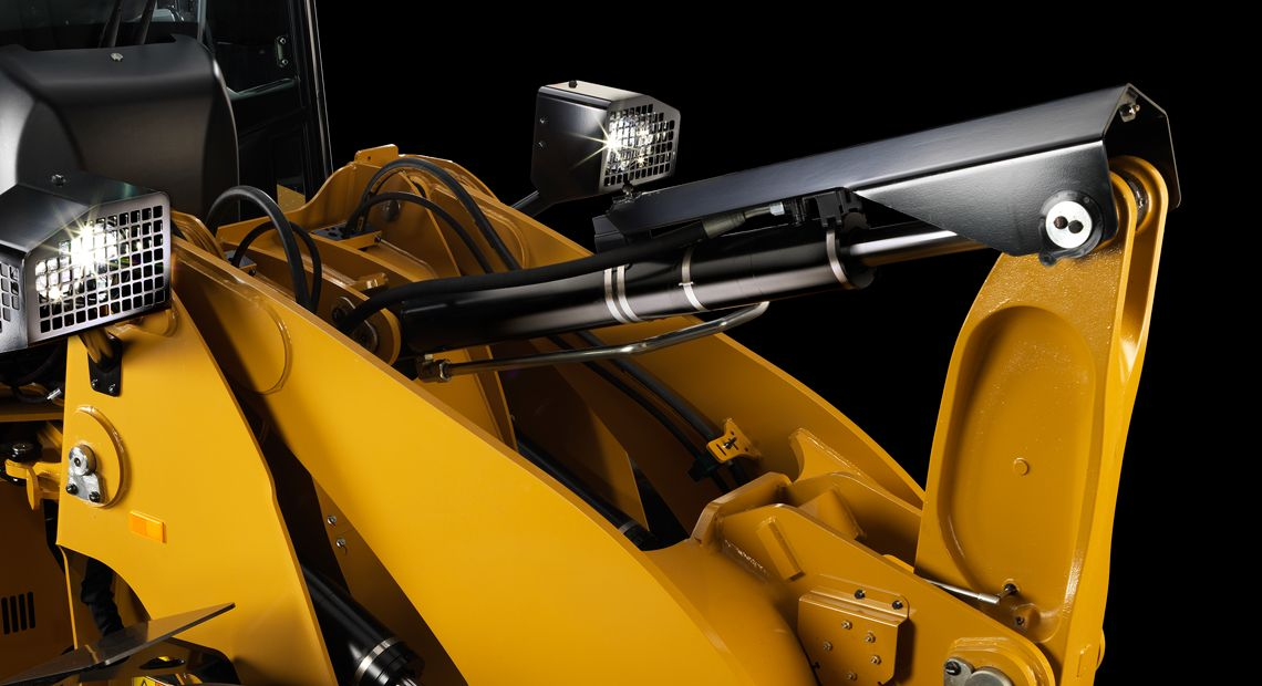 The Cat 914 & 920 Waste Handlers feature hydraulic cylinder snubbing so you can move more.