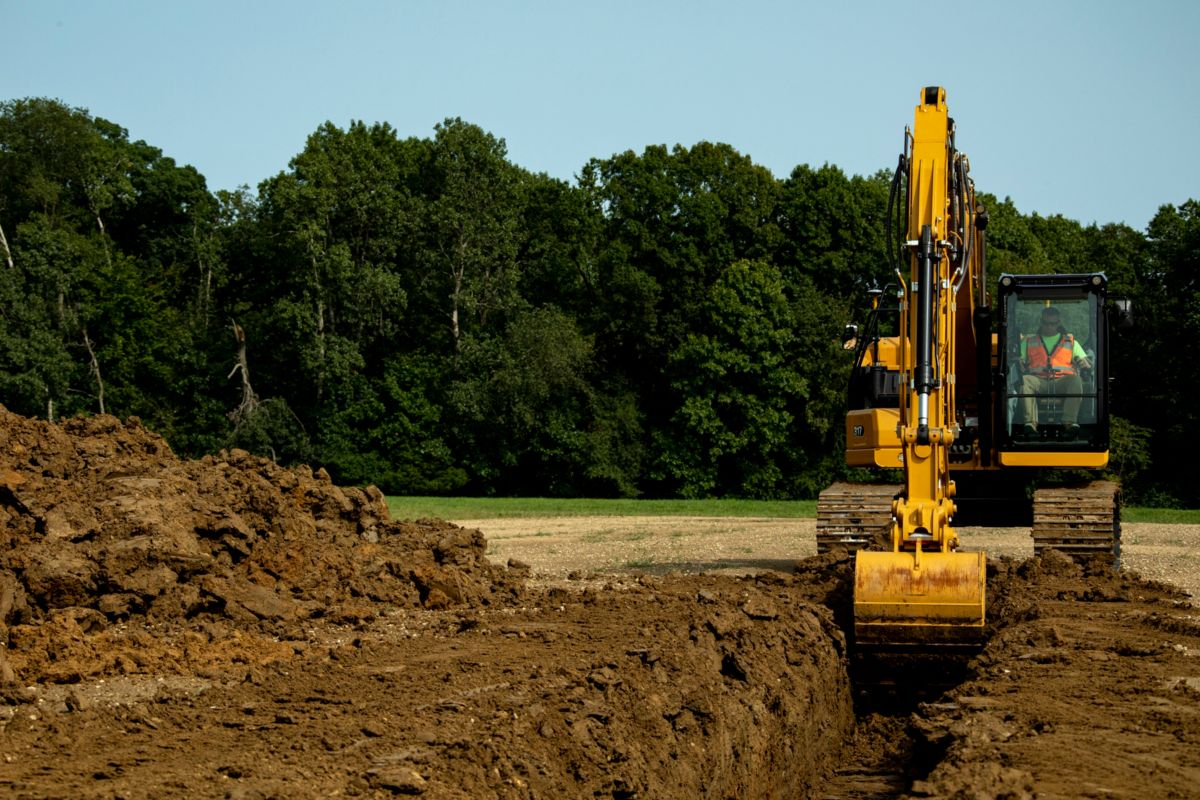 317 Digging Trench>