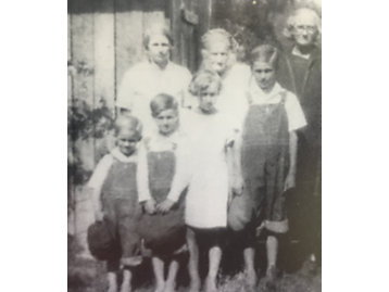KW Nichols With Family As A Child