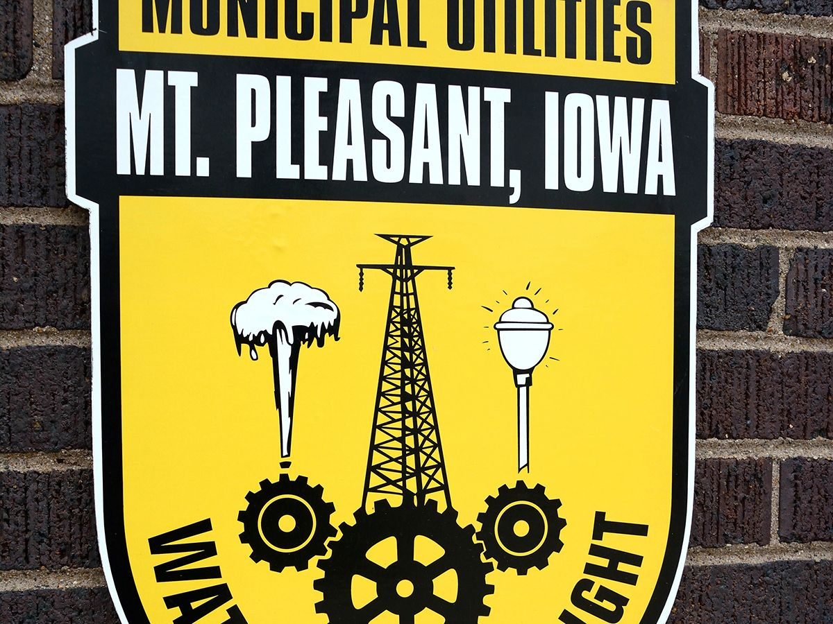 Service agreement with Cat® dealer helps Iowa utility meet requirements