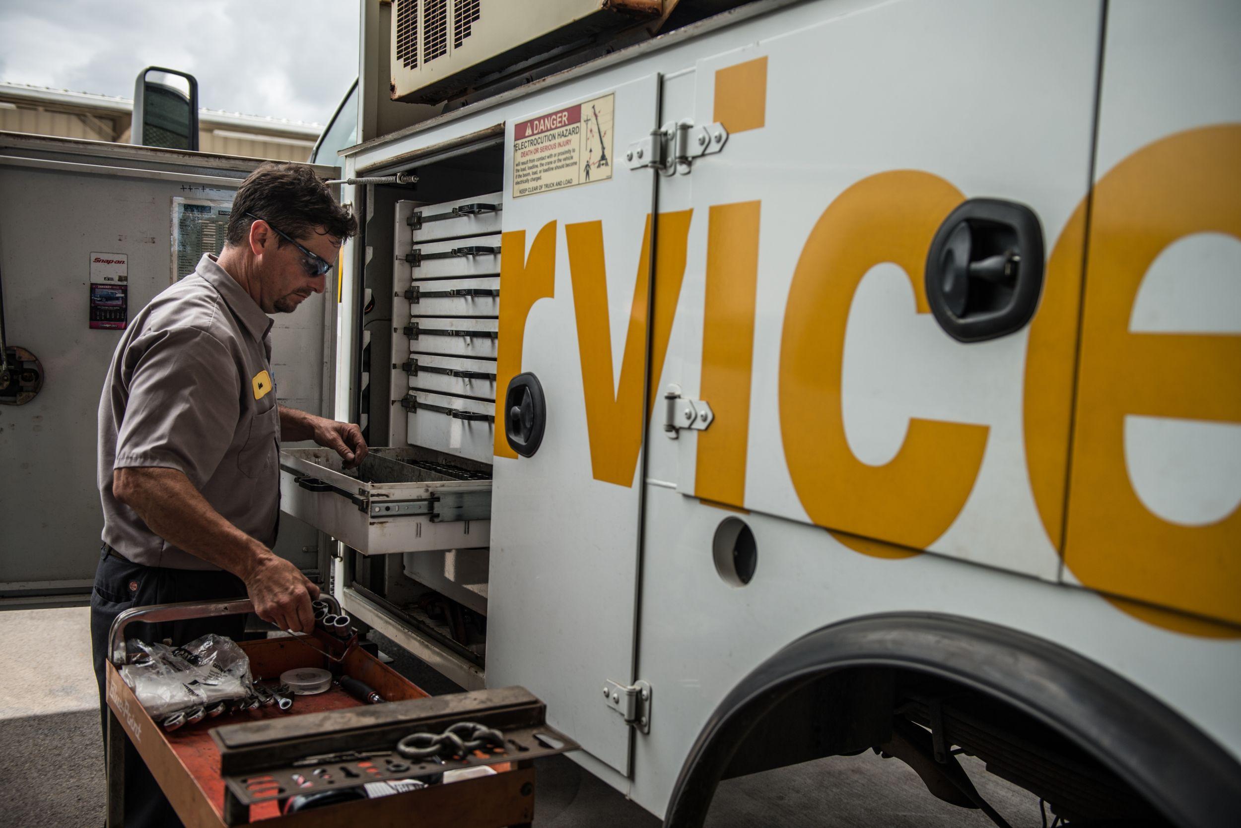 Dealer Technician at Service Truck