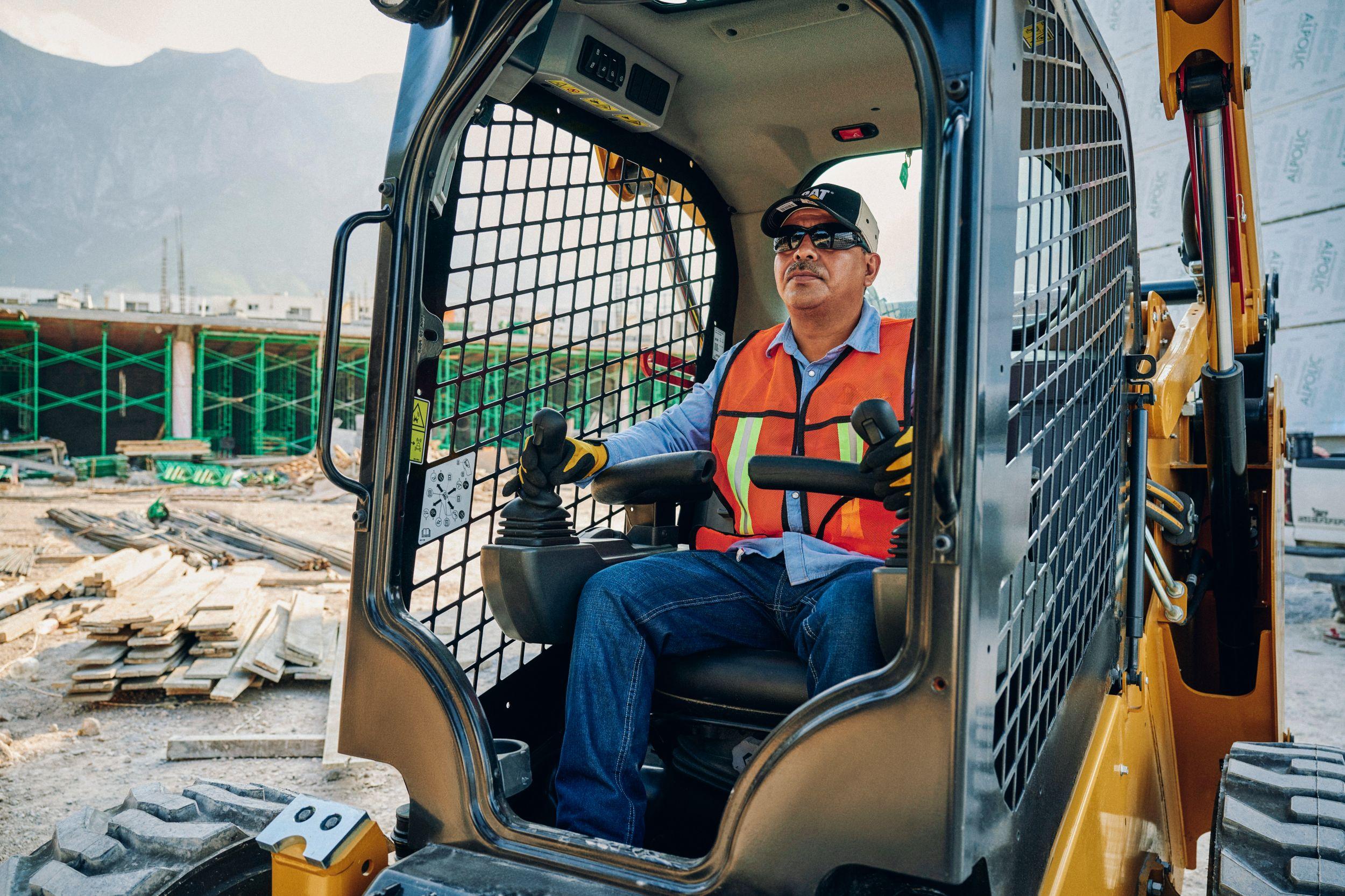 Capacitación para operadores de maquinaria de construcción.
