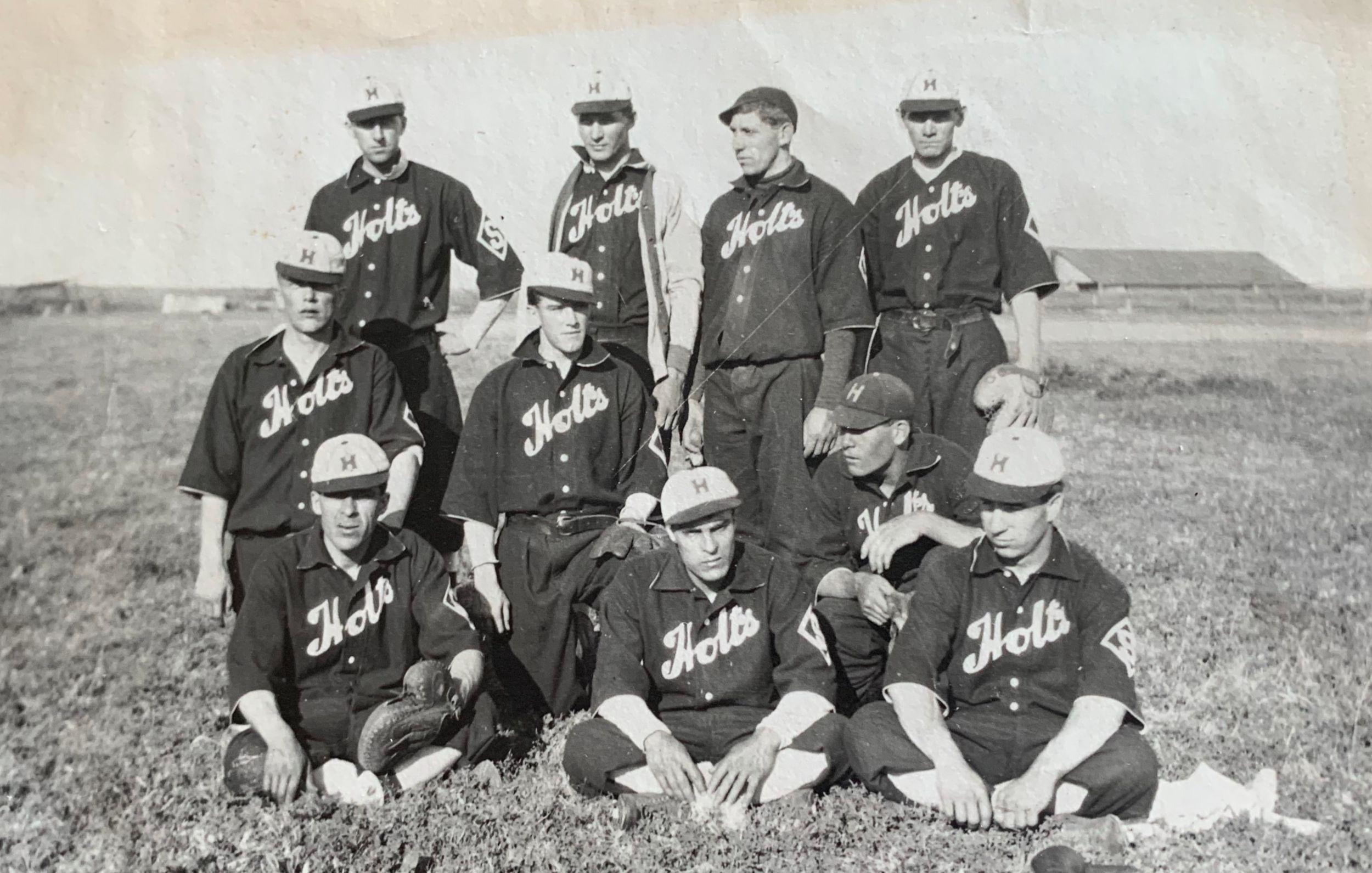 Holt Side Hill's baseball team, 1910.