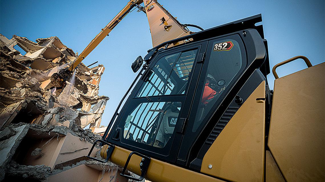 352 UHD Demolition Equipment