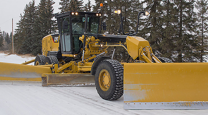 Motor Grader Operating in Cold Weather