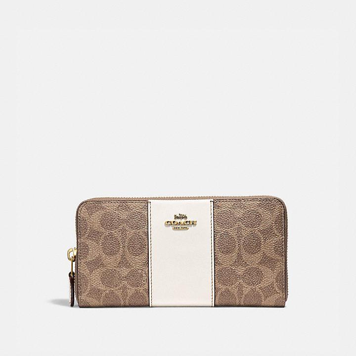 20代女性に似合う「コーチ」の長財布