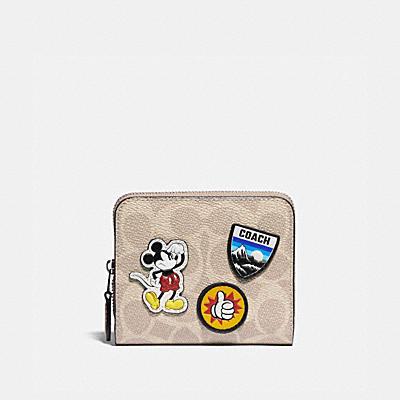 コーチ COACHの財布&革小物 |DISNEY X COACH ビルフォールド ウォレット シグネチャー キャンバス ウィズ スポーツ パッチ