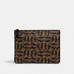 COACH 1261 - LARGE POUCH IN SIGNATURE CANVAS WITH REXY BY GUANG YU QB/TAN BLACK