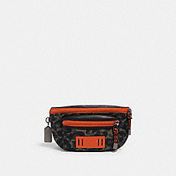 COACH 1971 - TERRAIN BELT BAG WITH ANIMAL CAMO SCRIPT PRINT QB/GREEN BLACK