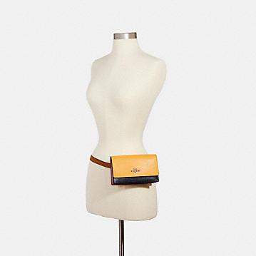 コーチ公式アウトレット | フラップ ベルト バッグ カラーブロック | ミニバッグ/ボディバッグ/ベルトバッグ